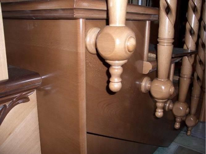 Как крепить балясины и перила – варианты установки