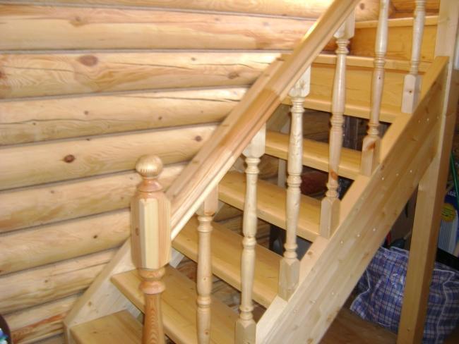 Лестница в деревянном доме своими руками видео